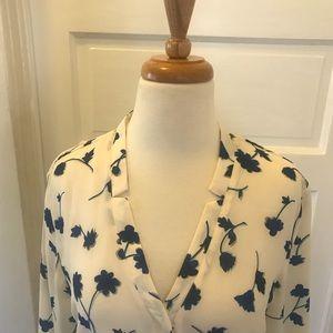 Banana Republic Tops - Banana Republic wrinkle free flower blouse